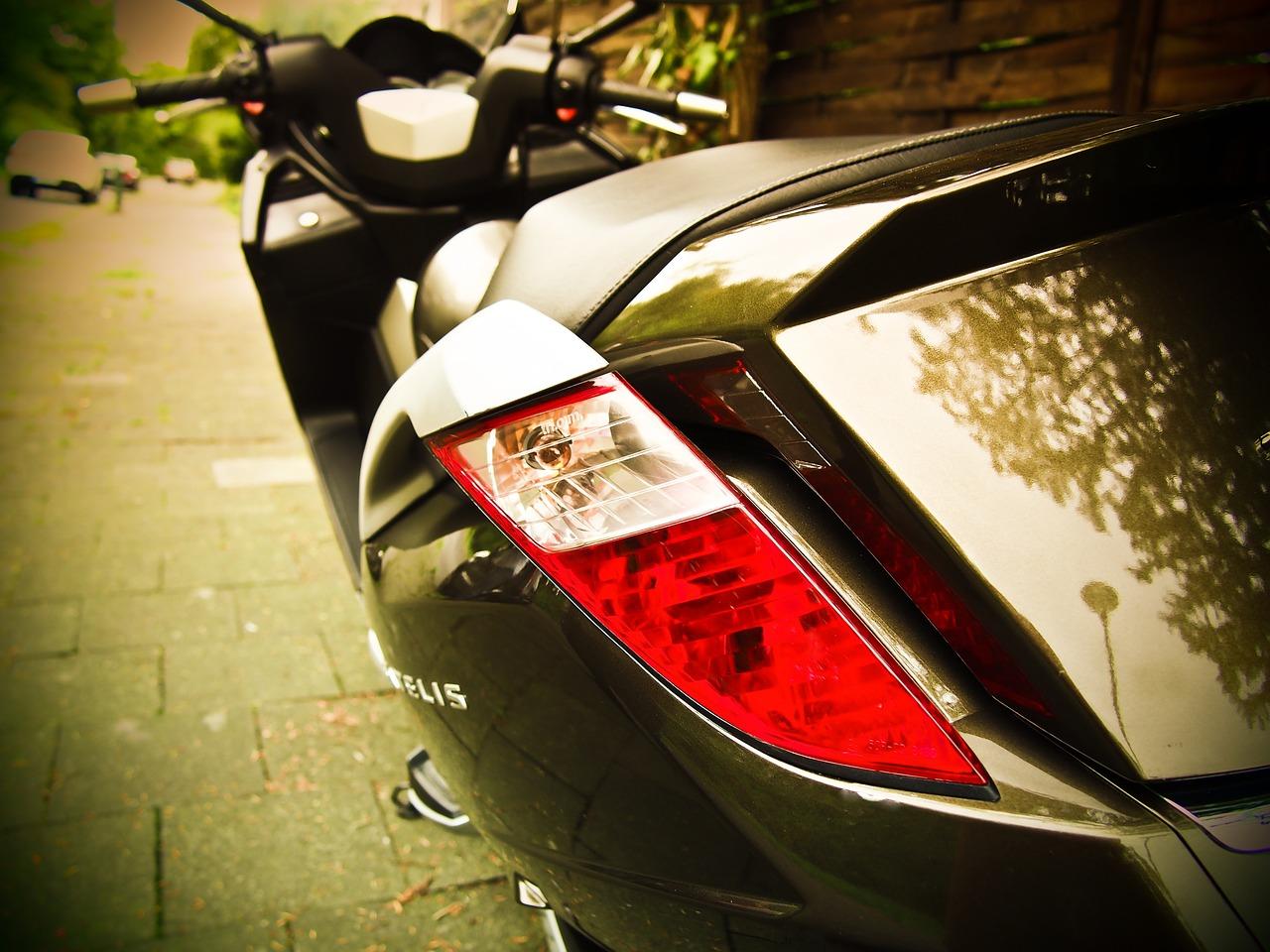 Motorroller auf einer Straße