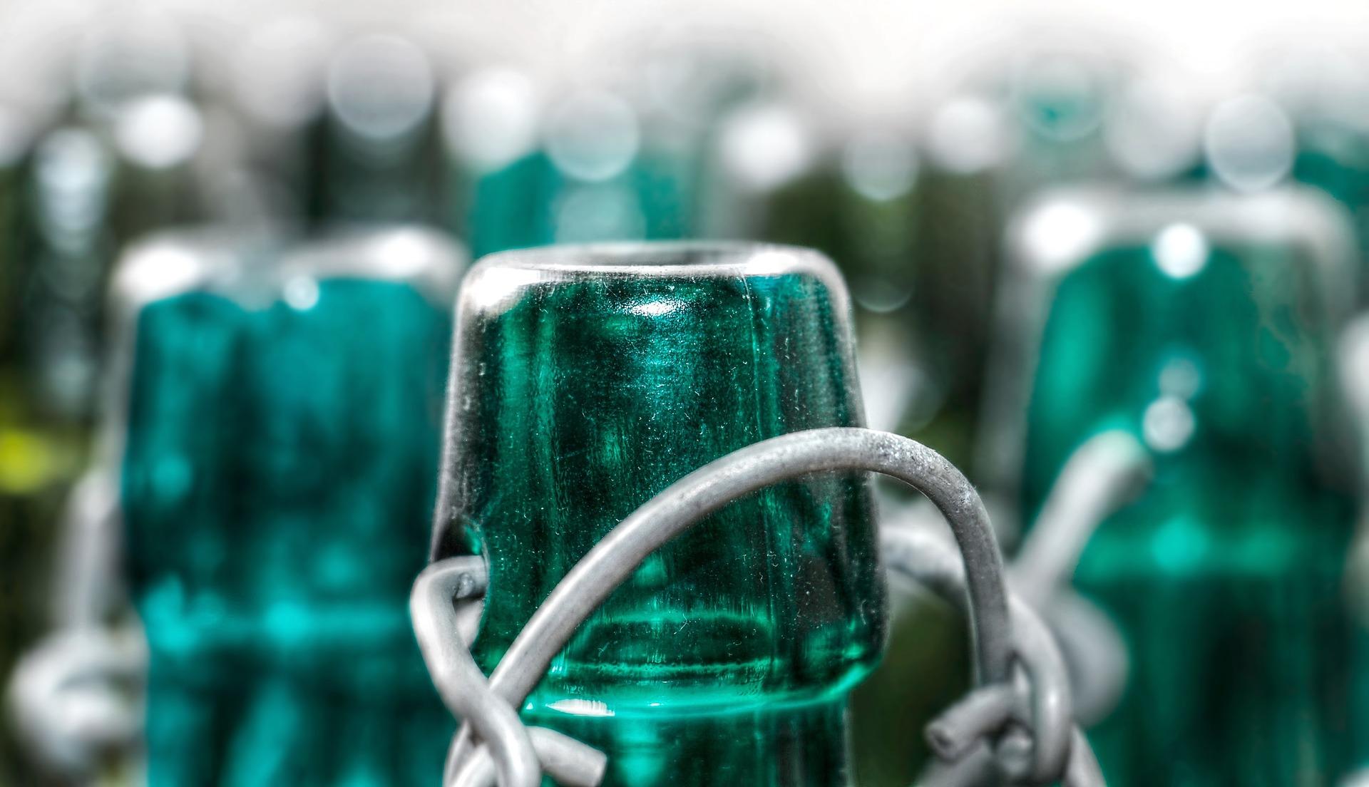 Flaschenhals einer grünen Glasflasche